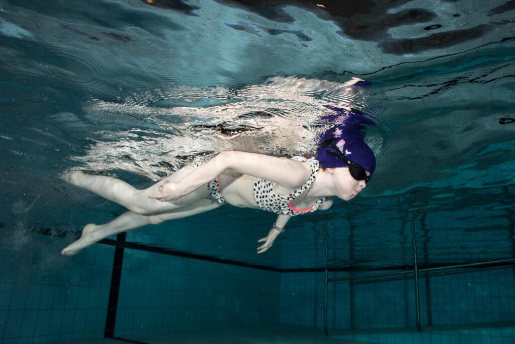 Barnesvømming med svømmebriller