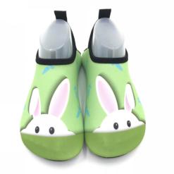 Badesko med grønn kanin motiv